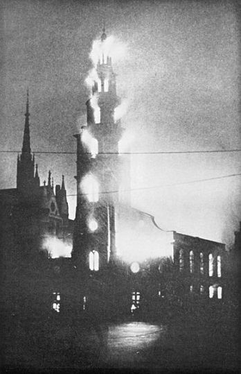 387px-St_Clement_Danes_on_fire